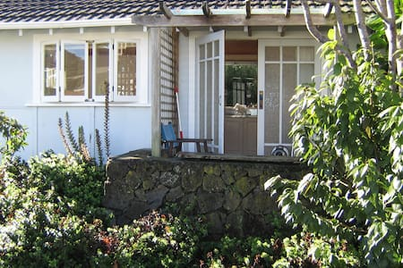 Wisteria Studio Cottage - private - Chatka