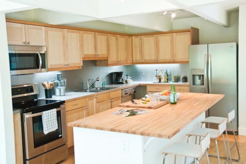 Cook's kitchen with small appliances & assorted cooking tools (full inventory provided)