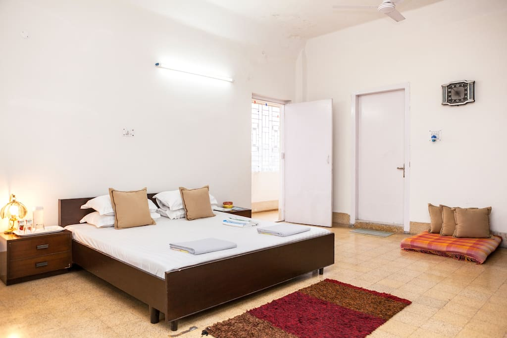 Spacious AC room with lots of natural light