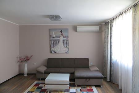 Azure Sea Apartment - Burgas - Appartement