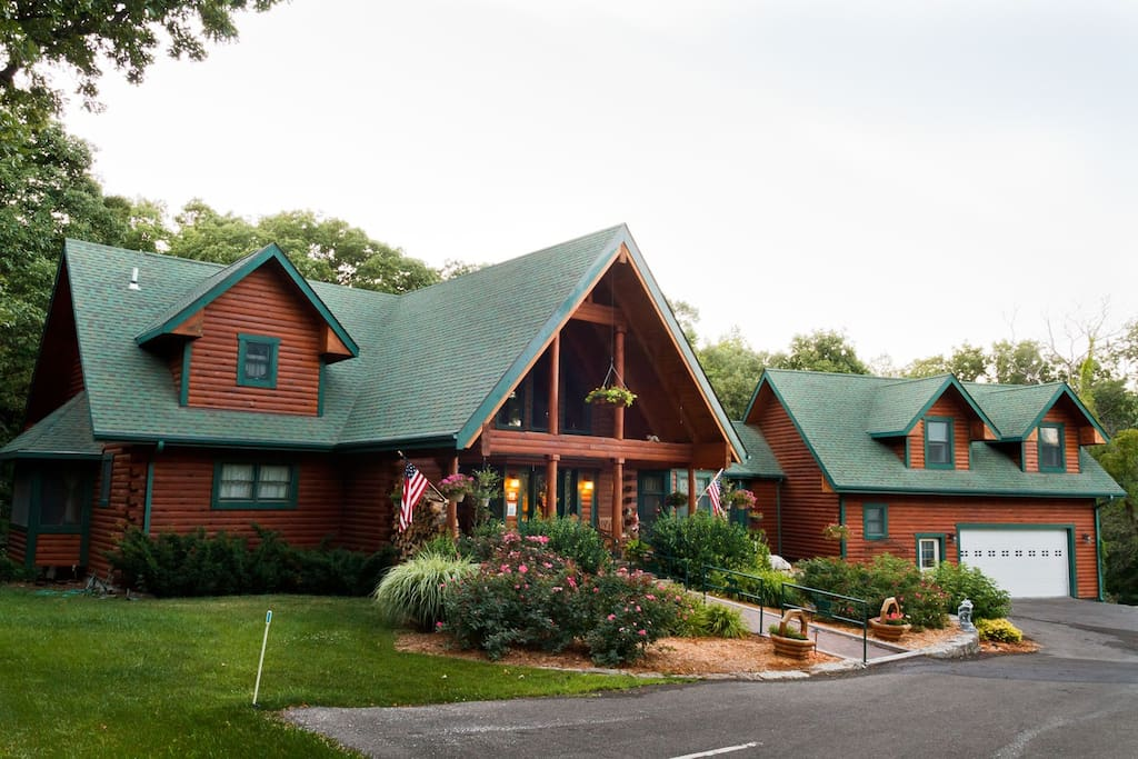 View of front of Scenic Valley Inn