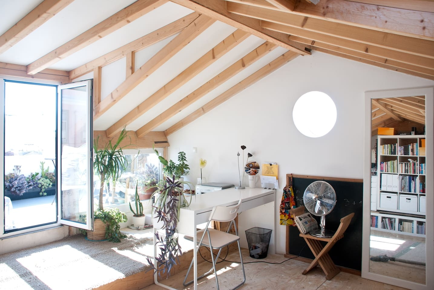 spacious and cheerful room