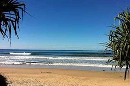 Across from beach - Sunshine Coast - Apartment