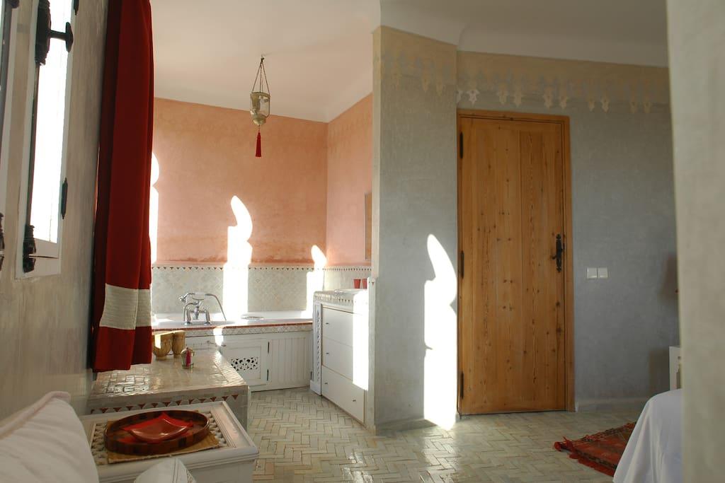 Salle de bains avec baignoire chambre Lavande