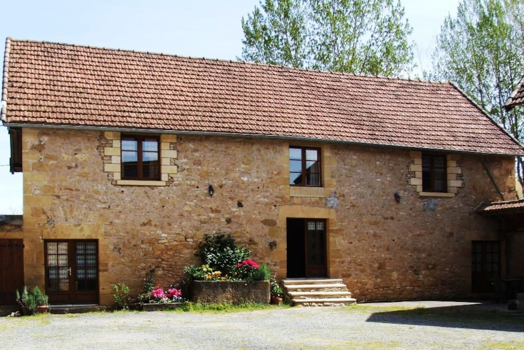The house, Villa Orchidee, has 5 bedrooms all ensuite offered for B&B
