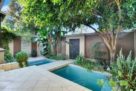 Beautiful 3 bedroom home in trendy Norwood - Johannesburg - House
