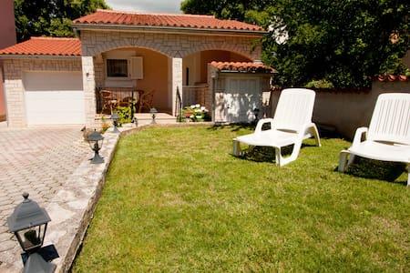 Summer holiday house near Fazana - Dom