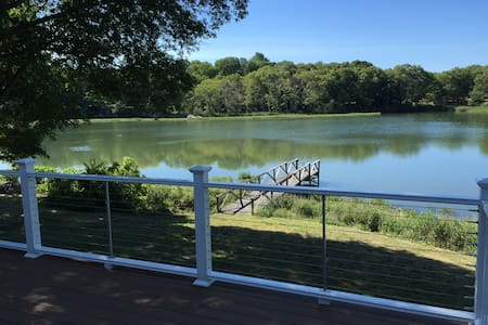 Charming Waterfront Cottage in Wickford Village - North Kingstown - Haus