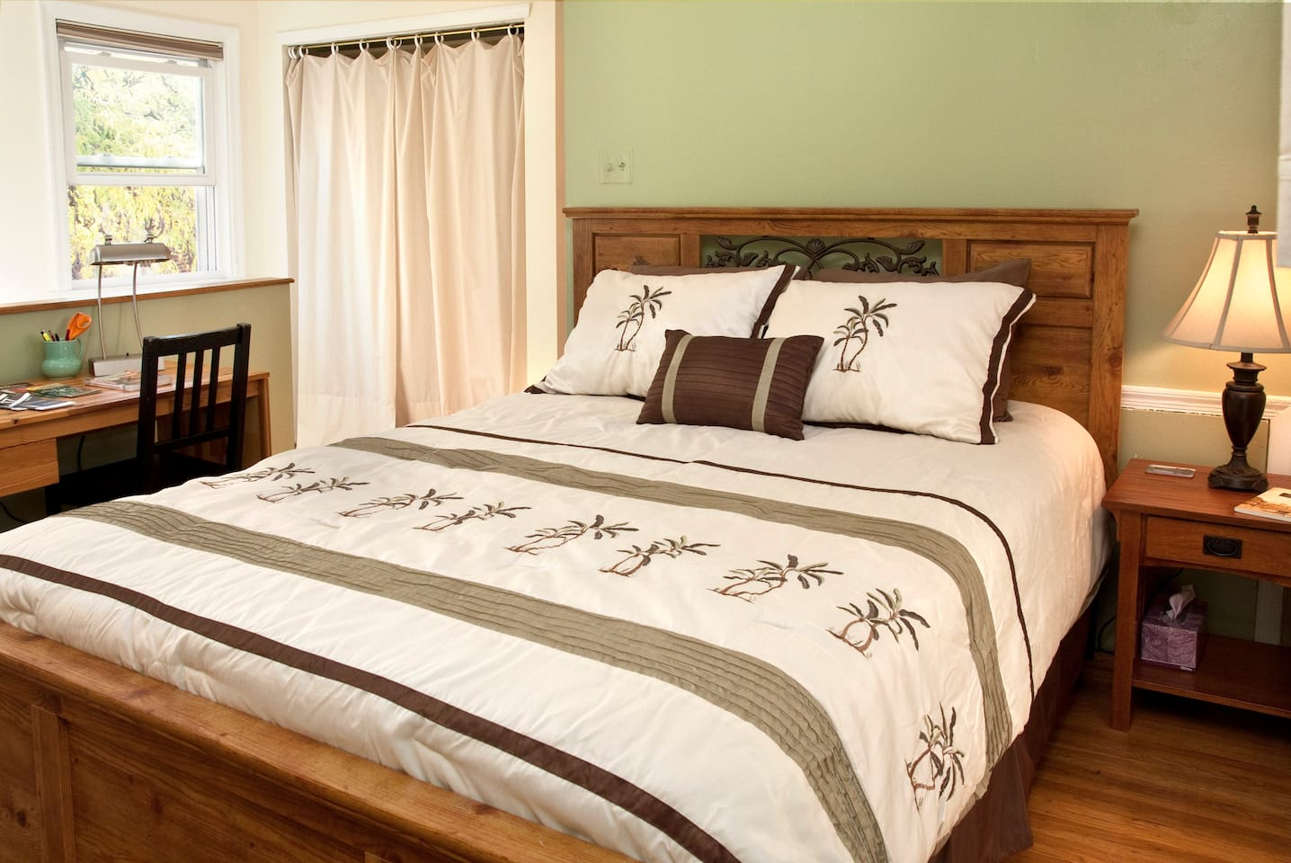 Queen Bed on 2nd Floor Bedroom Sleeps 2