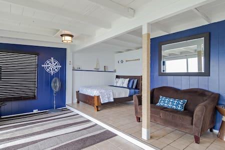Nautical Dream Ocean Front Studio - Kaaawa - House