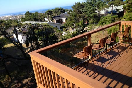 NEW, Custom designed Ocean View with POOL access - Waldport - Casa