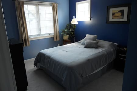 Comfortable room in North Corktown