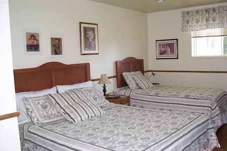 Chute Couette Cafe B&B 2 beds - Szoba reggelivel