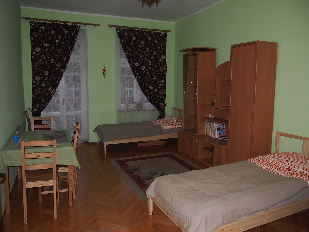 large cozy room near train station