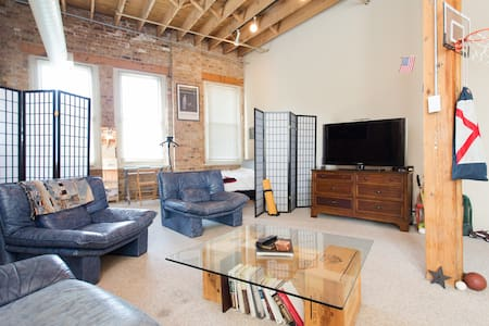 AMAZING Location/Stylish Brick Loft - Chicago