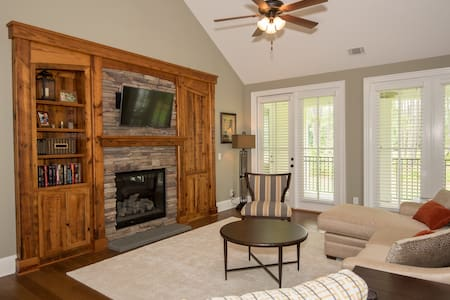 (#202) 2BR Luxury Condo at Lake Gaston! - Condominium