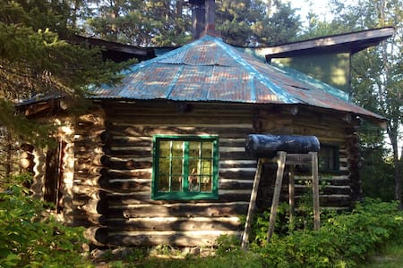 Log Cabin on 200 acre Horse farm - Chatka