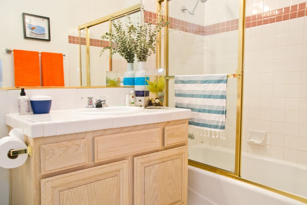 Guest Bathroom - Towels and toiletries are included during your stay.