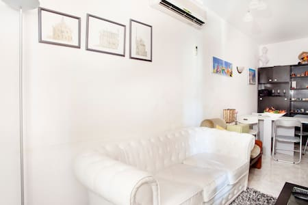 cozy loft to feel at home, its perfect location in the center of all the landmarks of Barcelona makes your stay a unique experience. more questions, please don't hesitate XD