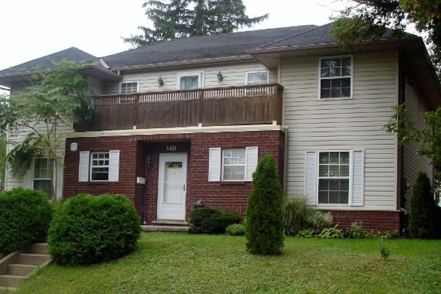 FRONT OF THE VILLA  -Ontario Ave.-east-
