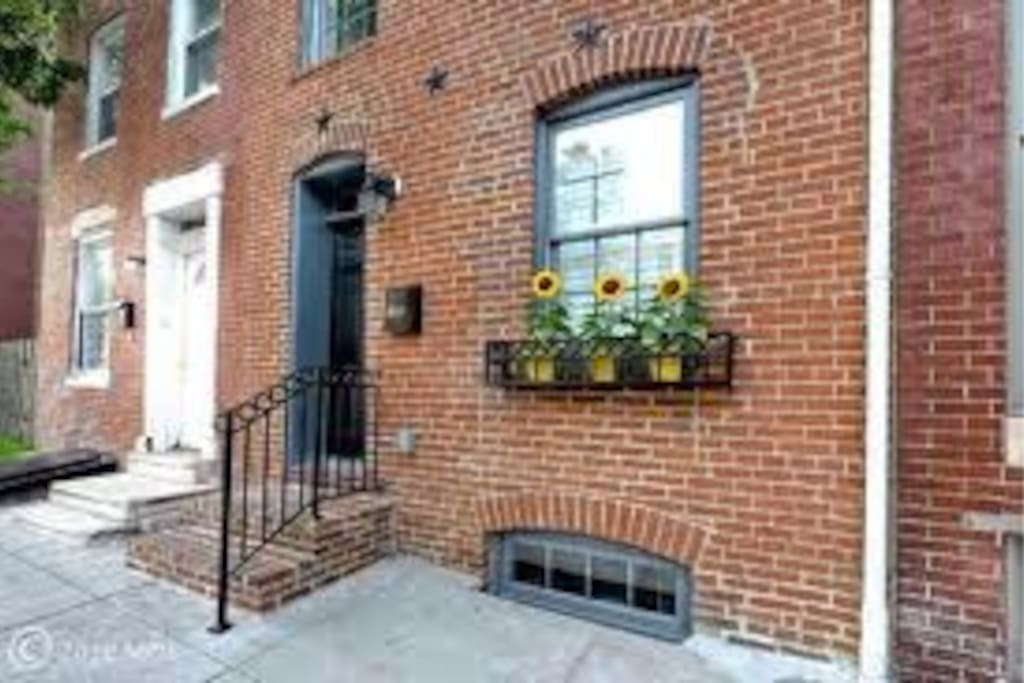 Historic Hollins Market Rowhome