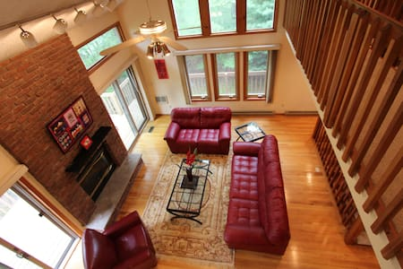Casapoconos, Creek Front, sleeps 10 - 布什基尔(Bushkill)