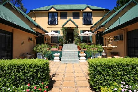 *Romantic Mountain Retreat Rooms* - North Tamborine - Bed & Breakfast