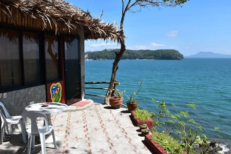 Bahay-studio on a cliff, near beach - Haus