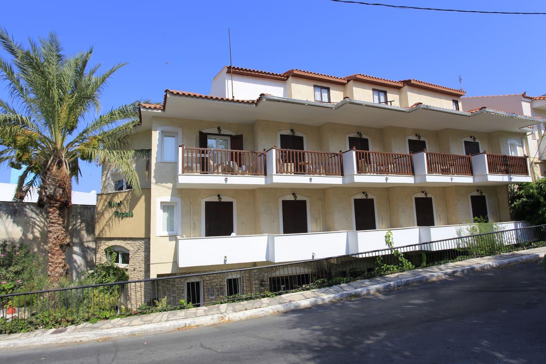 VIRGINIA HOTEL - SAMOS