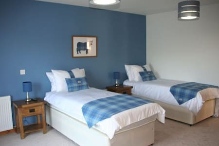 Twin/Double on shores of Loch Ness - Bed & Breakfast