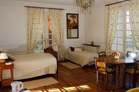 Chambre Passiflore avec piscine - Loubressac - Bed & Breakfast