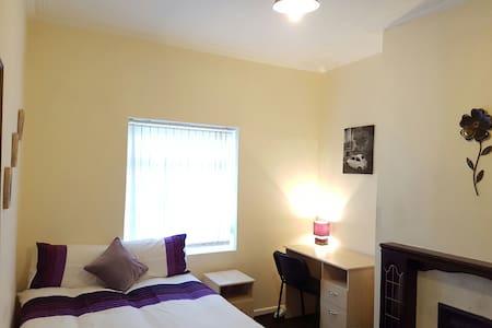 Spacious Room close to Centre (3) - Liverpool