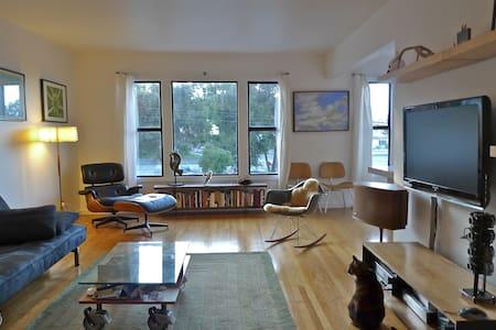 Mid-Century Home w/ Garage - San Francisco - House