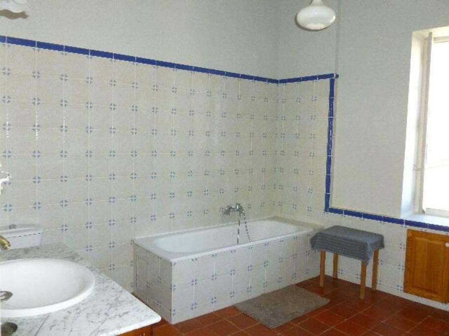 salle de bain pour chambre 1 et 2