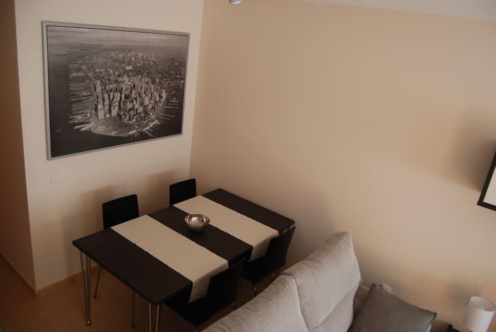 El comedor. Fully furnished lounge.
