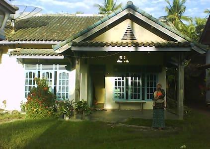 Rumahku Di Desa - House