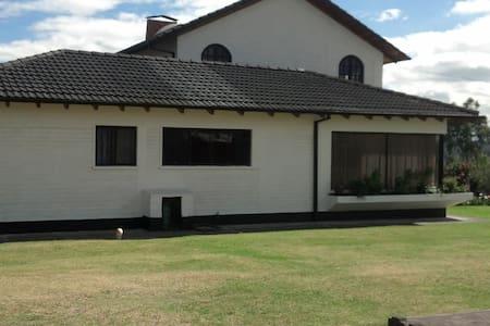 Casa de Campo Valle de los Chillos - House