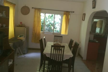 Very nice Baie St. Anne room (central Praslin) - Lakás