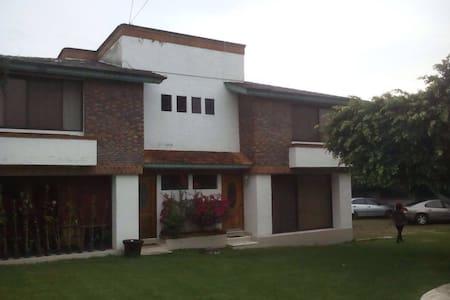 Bonita casa para vacacionar - Oaxtepec - Huis