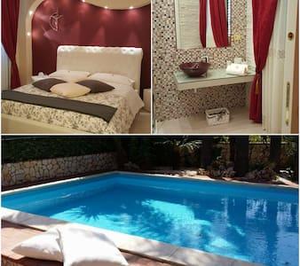 Camera matrimoniale n.3  con piscina - RIPOSTO - Villa