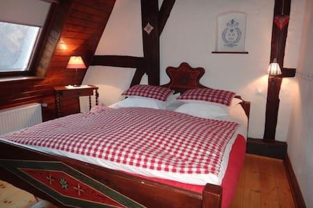 Chambre du Grenier Kientzheim Kaysersberg + p-dej - Bed & Breakfast
