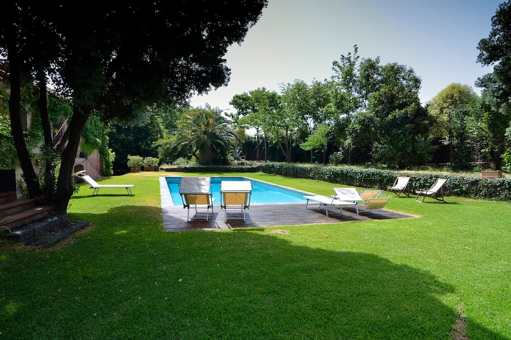 Villa with large garden and pool villas for rent in for Garden pool pdf