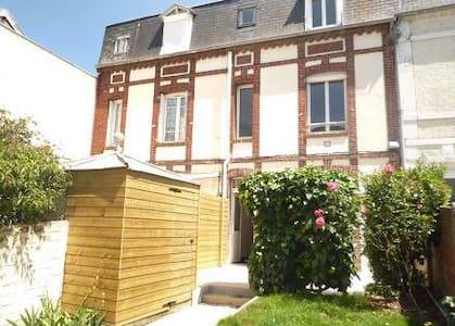 Maison de pêcheur jardin terrasse rénovée 07/2016 - Trouville-sur-Mer - House