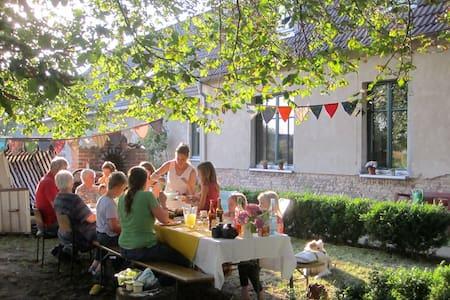 Gästezimmer im Gutshaus Sanzkow - Siedenbrünzow - Oda + Kahvaltı