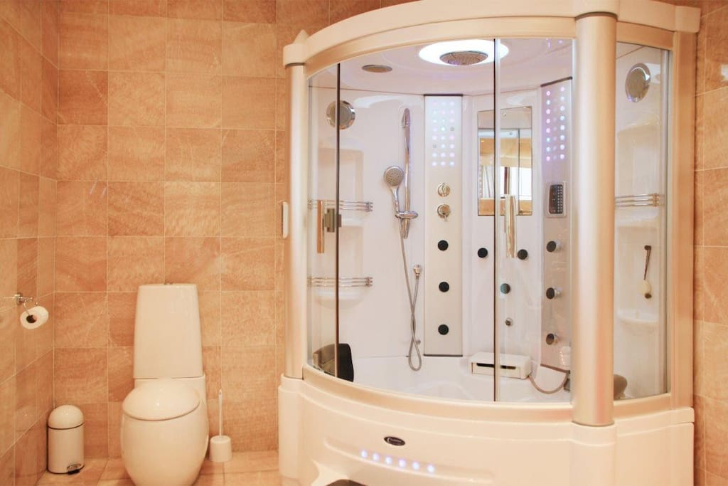 Power shower and bubble bath in M/Bedroon