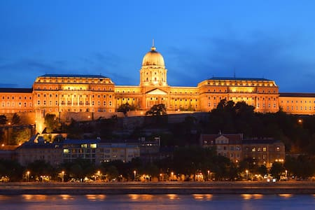 Fancy studio flat near Buda Castle - Lejlighed