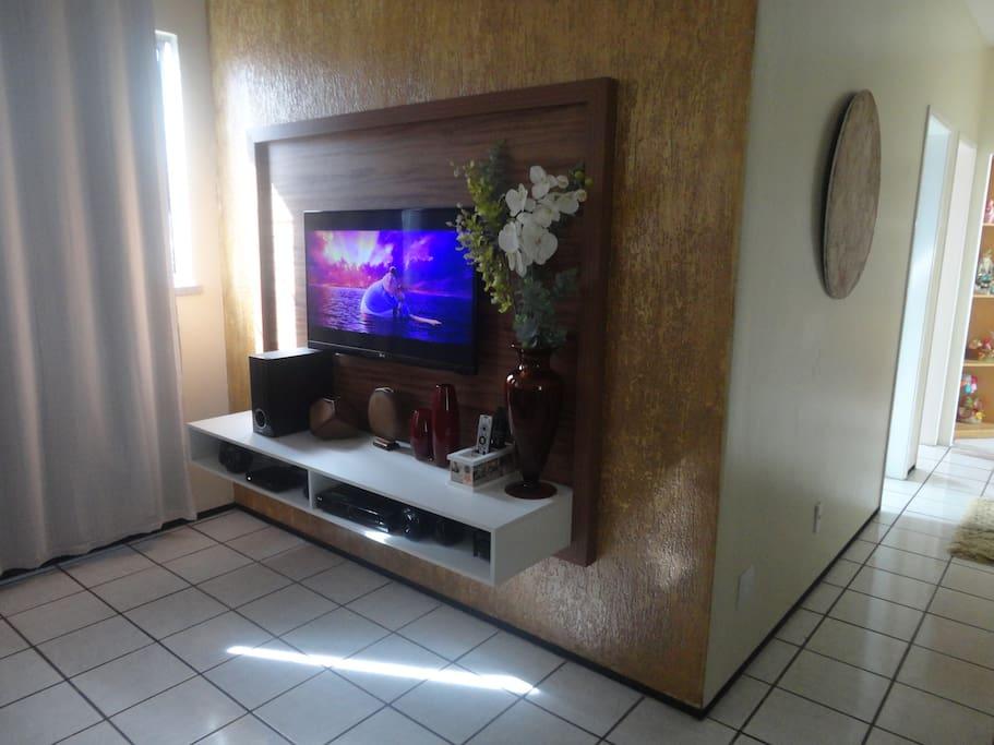 SALA DE ESTAR com Smartv 42 polegadas, 3D, acesso à internet, Netflix, Tv por assinatura SKY HD e Home Theater