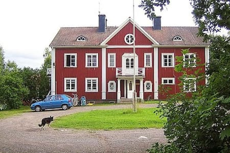 Double room in 130 year old home - Hedemora - Bed & Breakfast