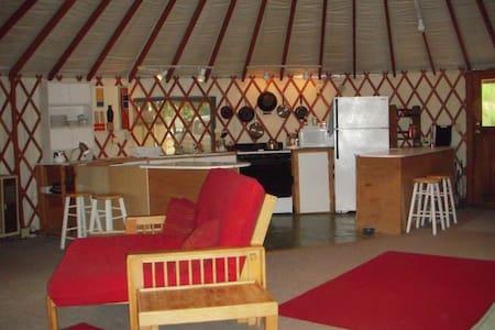 The Yuba Yurt at RiverSea East - North San Juan - Yurta