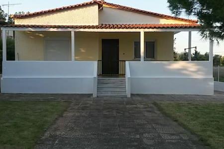 Alexander's house with garden - Σχινιας
